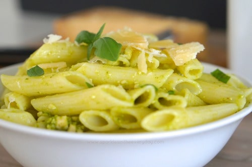 How to make Homemade Basil and Cashew Pesto Pasta!